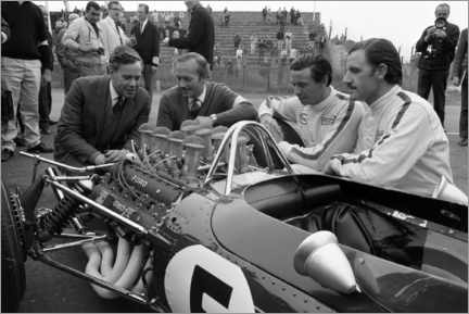 Leinwandbild  Keith Duckworth, Colin Chapman, Jim Clark und Graham Hill, Lotus 49 Ford 1967