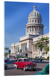Acrylglasbild  Traditonal old American cars passing the Capitolio building, Havana, Cuba - Martin Child